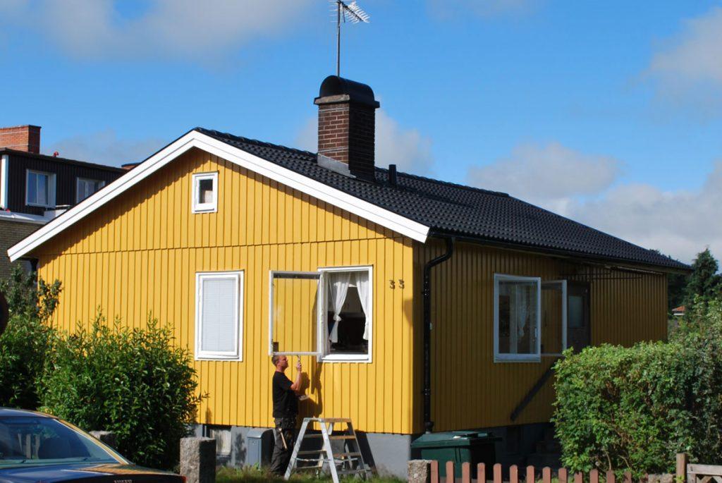 Helrenovering av tak samt takavattning, Målning av fasad och fönster.